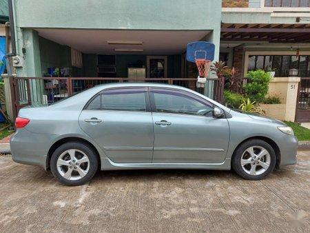 Selling Silver Toyota Corolla Altis 2012 in Manila