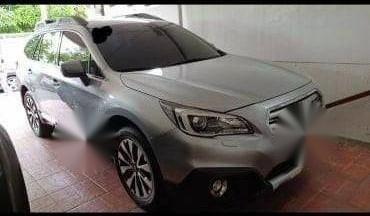 Selling Grey Subaru Outback in Parañaque