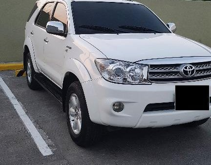 White Toyota Fortuner 2010 for sale in Pandi