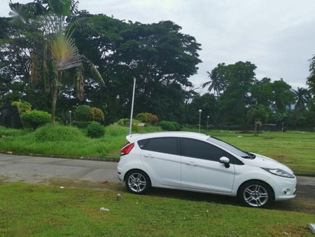 White Ford Fiesta for sale in Muntinlupa