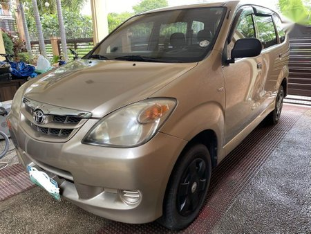 Sell Beige 2011 Toyota Avanza in Real
