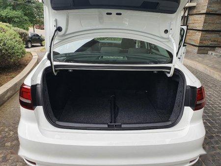 Sell White Volkswagen Jetta in Manila
