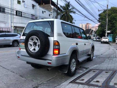 Selling White Toyota Land cruiser prado 2015 in Manila