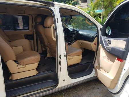 Selling White Hyundai Starex 2011 in Manila