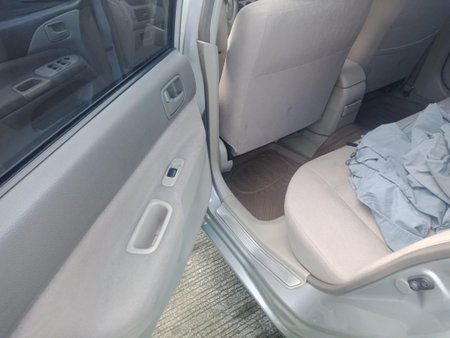 Sell Pearl White Mitsubishi Lancer in Quezon City