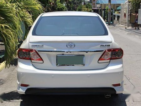 Pearl White Toyota Corolla altis 2012 for sale in Quezon City