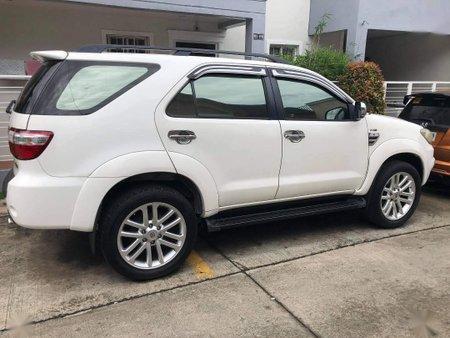 Selling White Toyota Fortuner 2009 in Laguna