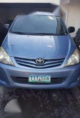 2012 Toyota Innova E manual blue