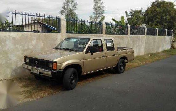 Nissan Frontier Pickup 1994 Golden MT
