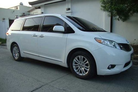 FOR SALE LOW MILEAGE 2013 TOYOTA SIENNA