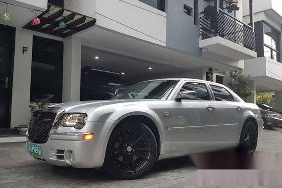 Top of the Line 2006 Chrysler 300C HEMI V8