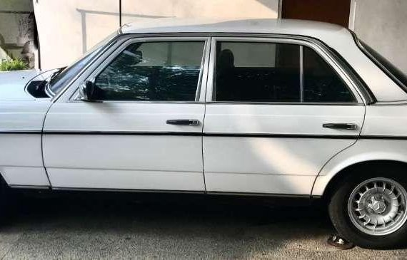 FOR SALE DIRECT BUYERS ONLY MERCEDES BENZ W-123 Body 200 MT 1985