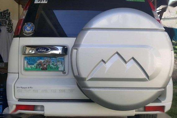2010 White Ford Everest! MANUAL TRANSMISSION