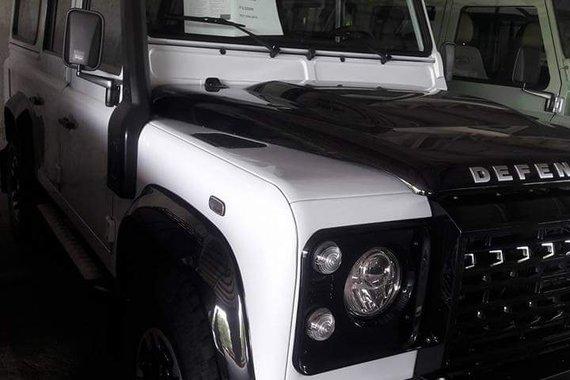 Land Rover Defender adventure plus 2017