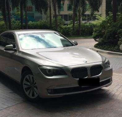 Selling well-maintained BMW 730i 2011