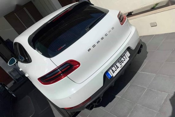 Selling 2nd Hand (Used) Porsche Macan 2015 at 19000 in Quezon City