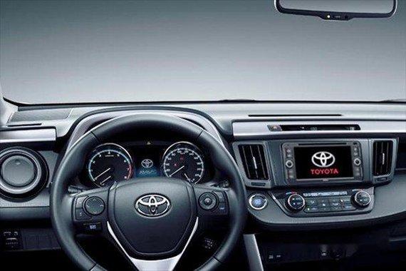 Selling White Toyota Rav4 2019