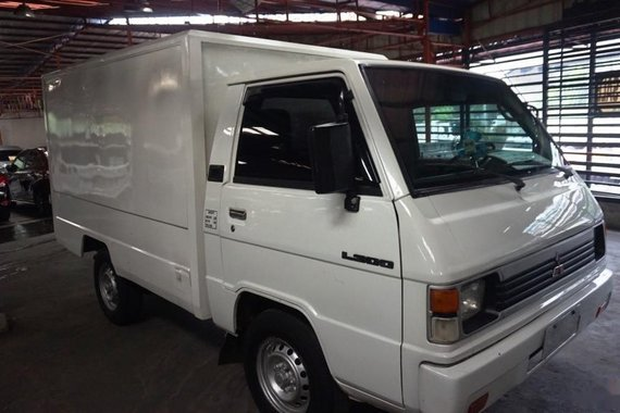 Selling White Mitsubishi L300 2007 in Manila