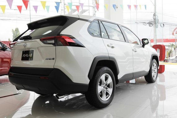 Selling Brand New Toyota Rav4 2019 in Santa Rosa