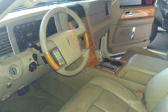 Selling White Lincoln Navigator 2007 in Muntinlupa
