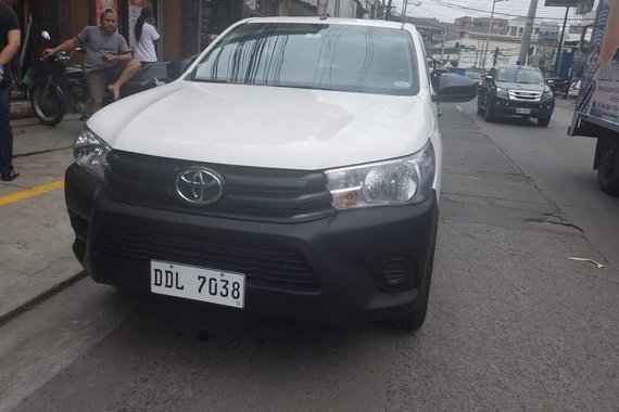 Selling White Toyota Hilux 2016 at 20000 km in Angeles