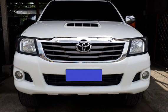 Sell Used 2013 Toyota Hilux Manual in Pasig