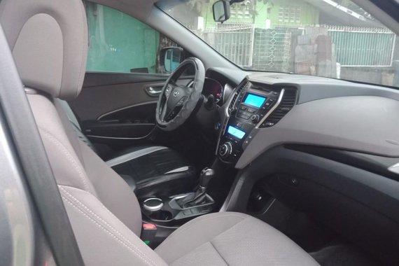 Sell 2013 Hyundai Santa Fe in Makati
