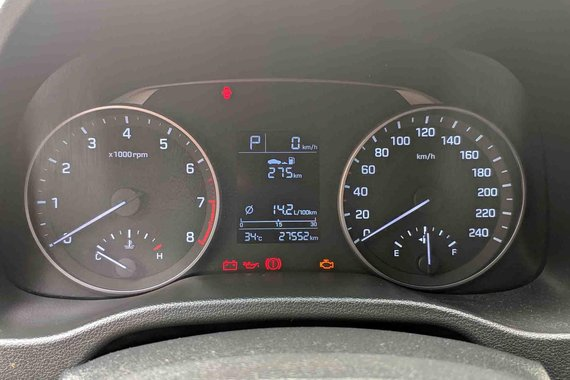 Selling Red Hyundai Elantra 2016 at 27000 km
