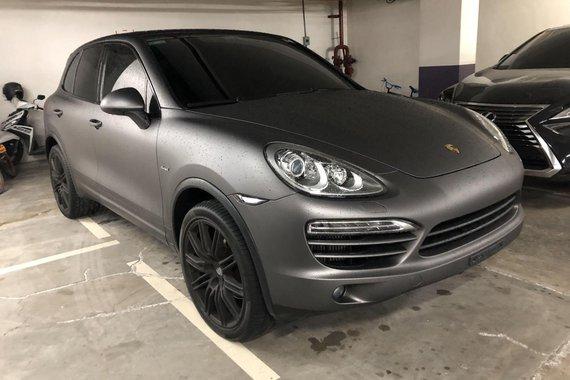 Grayblack Porsche Cayenne 2013 for sale in Manila