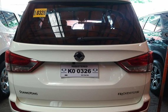 Pearl White Ssangyong Rodius 2017 for sale in Automatic