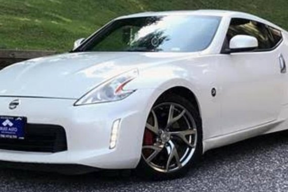 Sell Pearl White 2013 Nissan 370Z in Manila