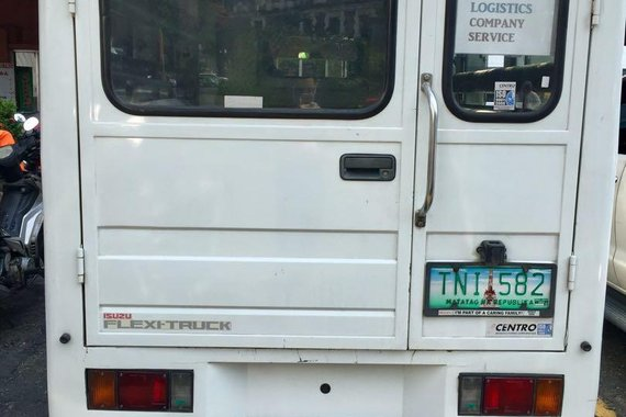 Selling White Isuzu Nhr for sale in Parañaque
