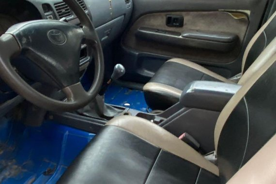 Sell Blue Toyota Hilux in Talavera