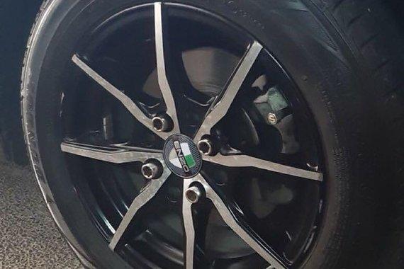 Selling Grey Hyundai Grand i10 in San Pedro