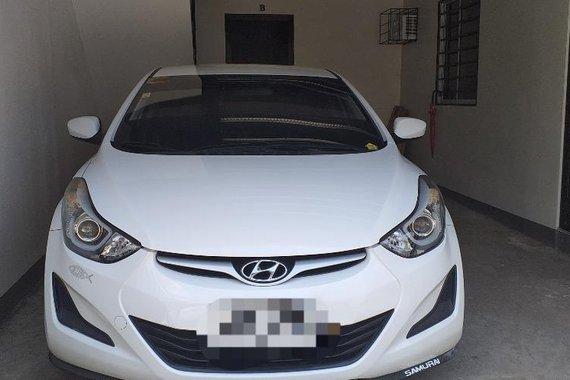 Sell White Hyundai Elantra in Carmona