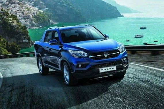 SsangYong Musso philippines climbing a hill.