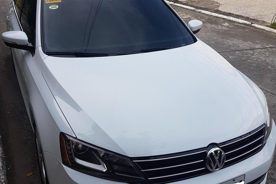 White Volkswagen Jetta 2017 for sale in Parañaque