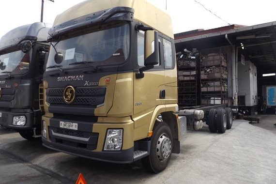 Selling Brand New Shacman X3000 10 wheel Rigid Truck Cab & Chassis 32 feet