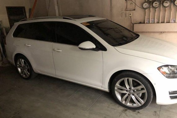 Sell White 2017 Volkswagen Golf in Mandaluyong
