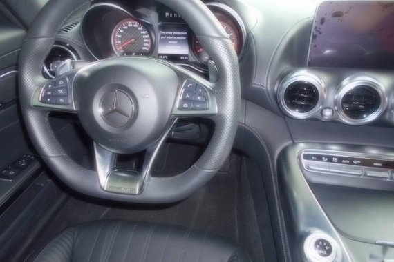 Sell Red 2018 Mercedes Benz in Manila