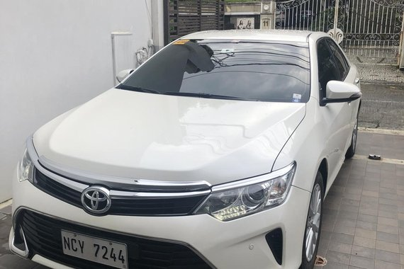 2017 Pearl White Toyota Camry 2.5V AT