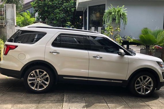 White Ford Explorer Limited EcoBoost 2017 for sale in Quezon