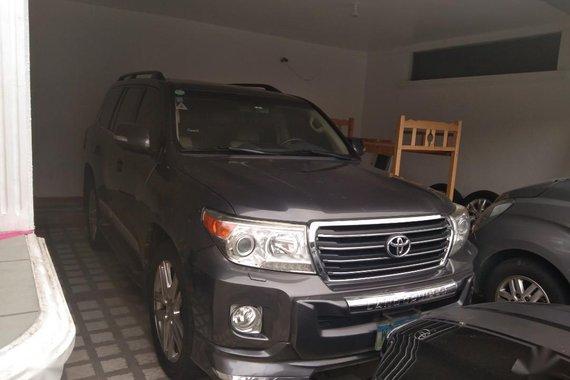 Selling Grey Toyota Land Cruiser 2014 in Makati