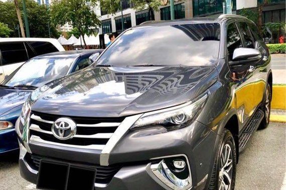 Selling Silver Toyota Fortuner 2018 in Makati