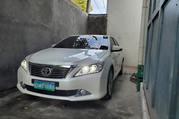Toyota 2013 Camry 2.5G white Makati for sale