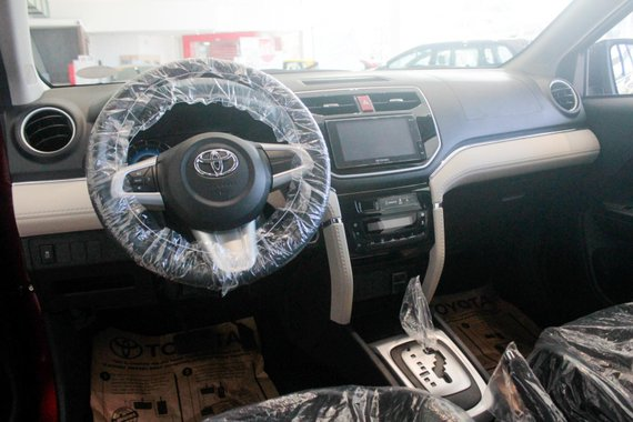 Break away from the everyday with Toyota Rush1.5 E A/T1)