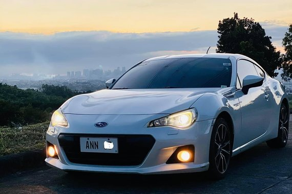 Pearl White Subaru BRZ 2014 2.0L AT (Direct Seller)