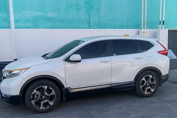 Selling used White 2018 Honda CR-V SUV / Crossover by trusted seller