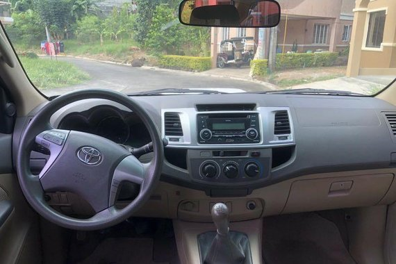 White Toyota Hilux 2013 for sale in Quezon