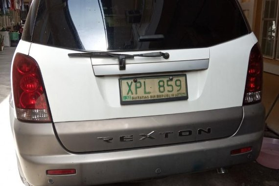 Pearl White SsangYong Rexton 2004 for sale in Manila